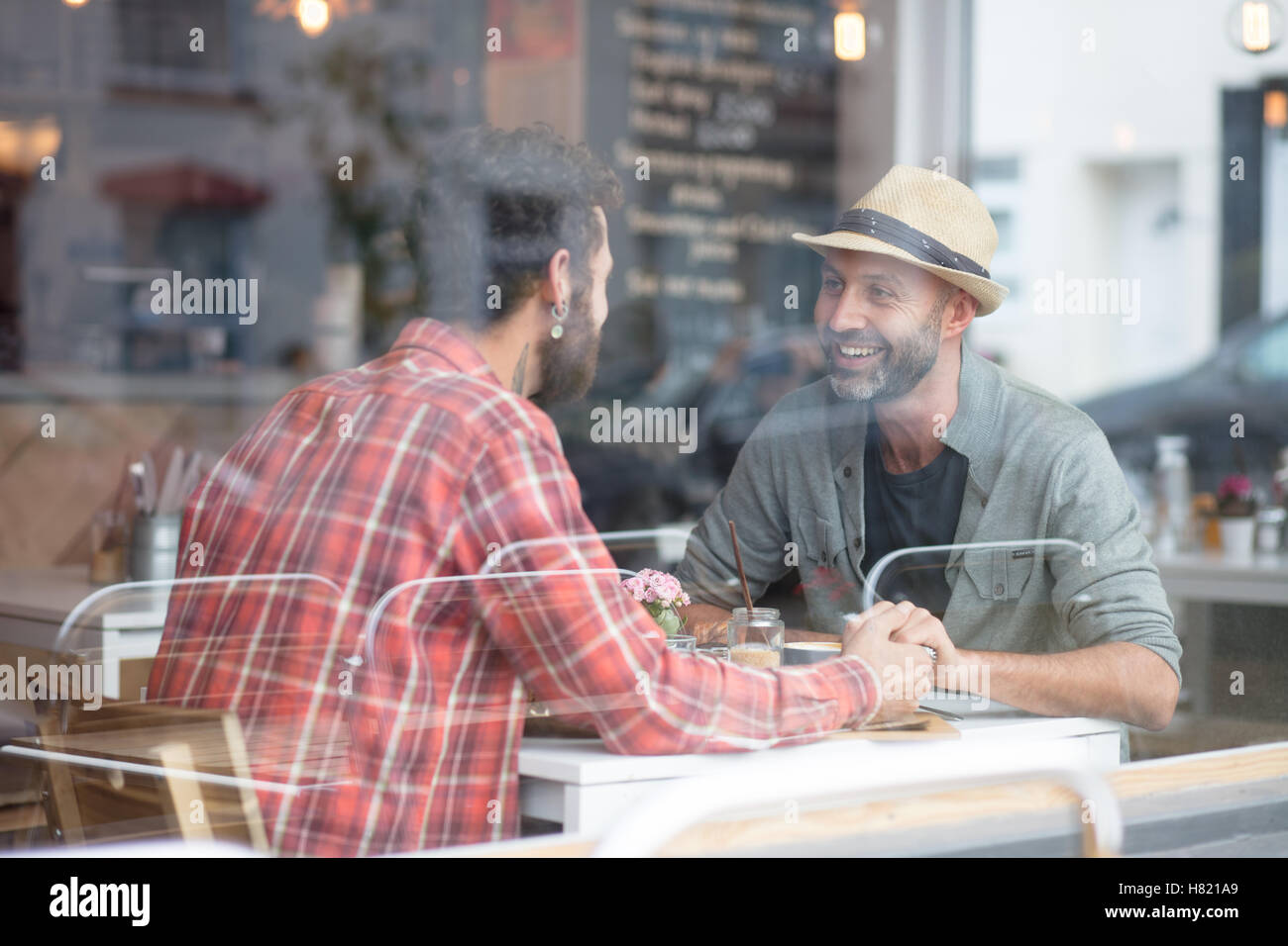 Couple Gay sam holding hands in cafe Photo Stock