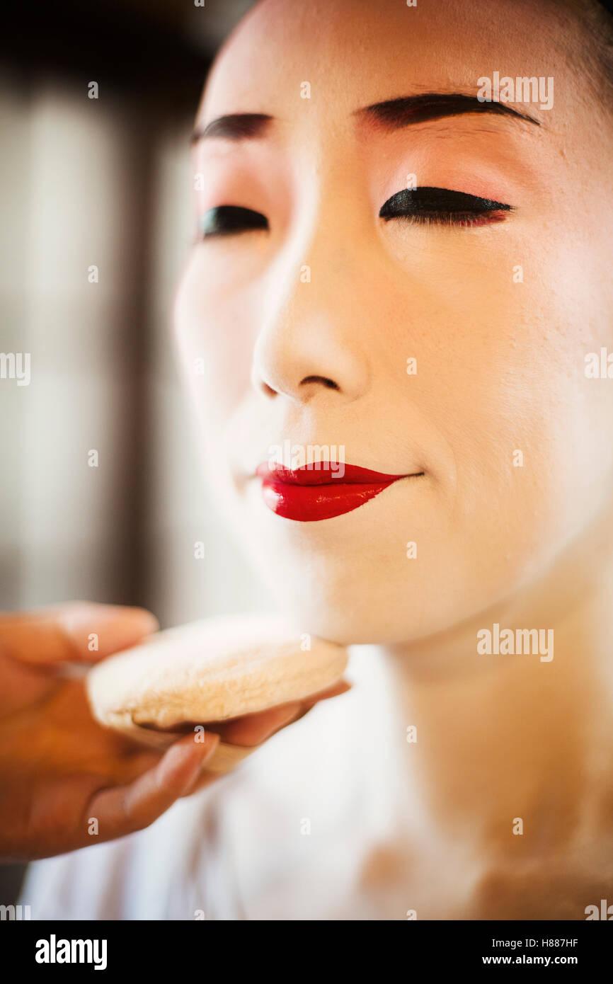 Moderne Traditionnelles Geisha Lèvres De Femme La Une Création Yb6y7gfv