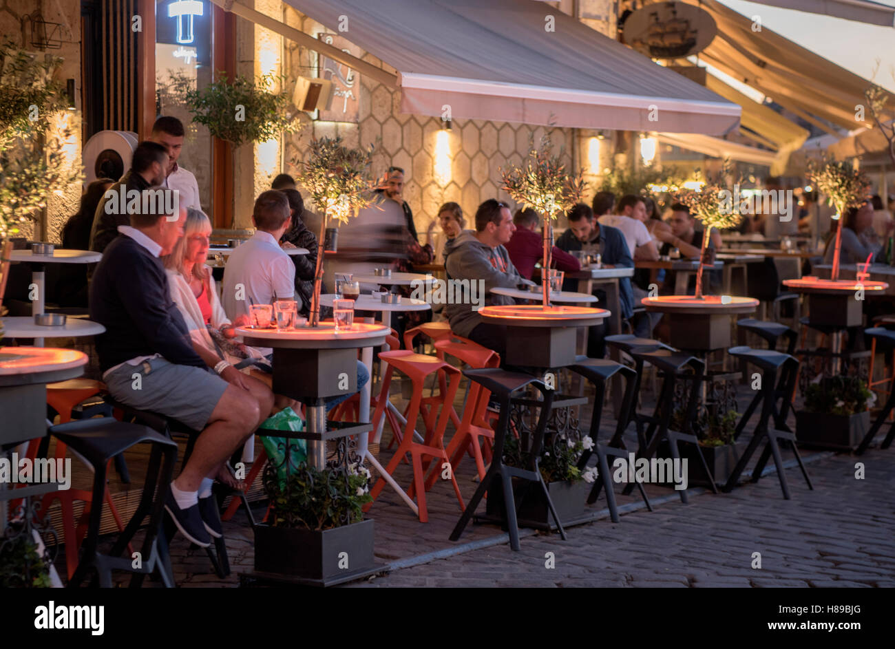 Spanien, Kreta, Chania, café et cocktails de l'AMNA, plus Venezianischen im Hafen Photo Stock