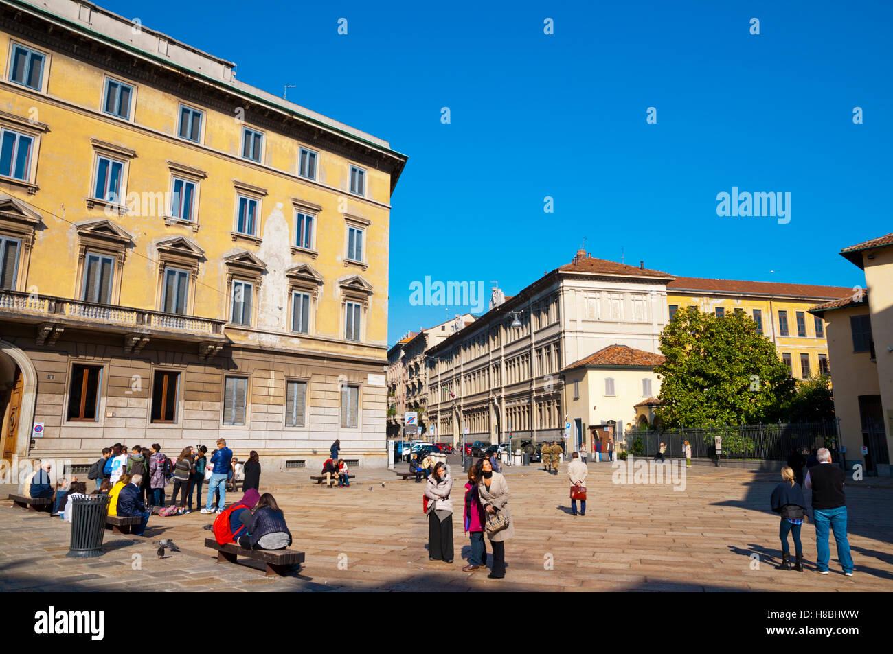 Les gens attendent de voir Leonardo da Vinci's Last Supper, Piazza di Santa Maria delle Grazie, Milan, Lombardie, Photo Stock