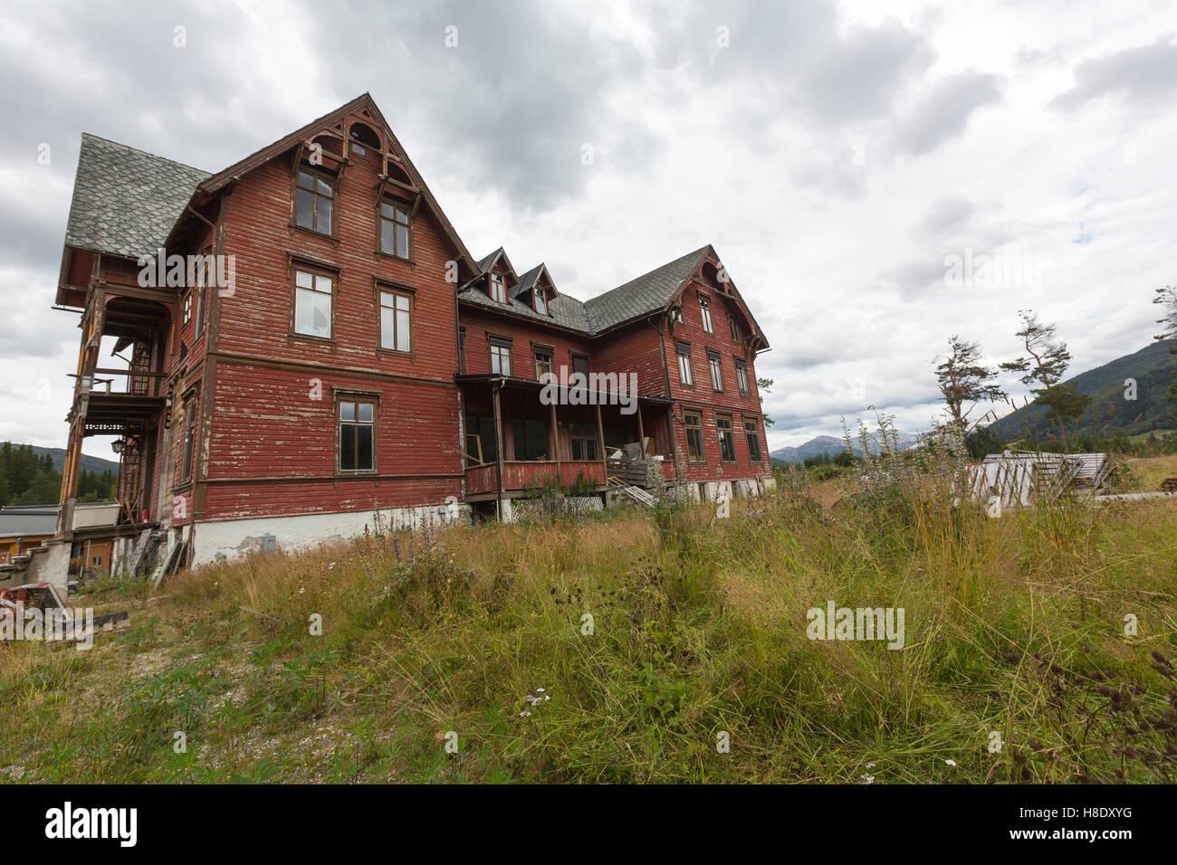 Abandonner maison en bois en Oppheim, Norvège Photo Stock