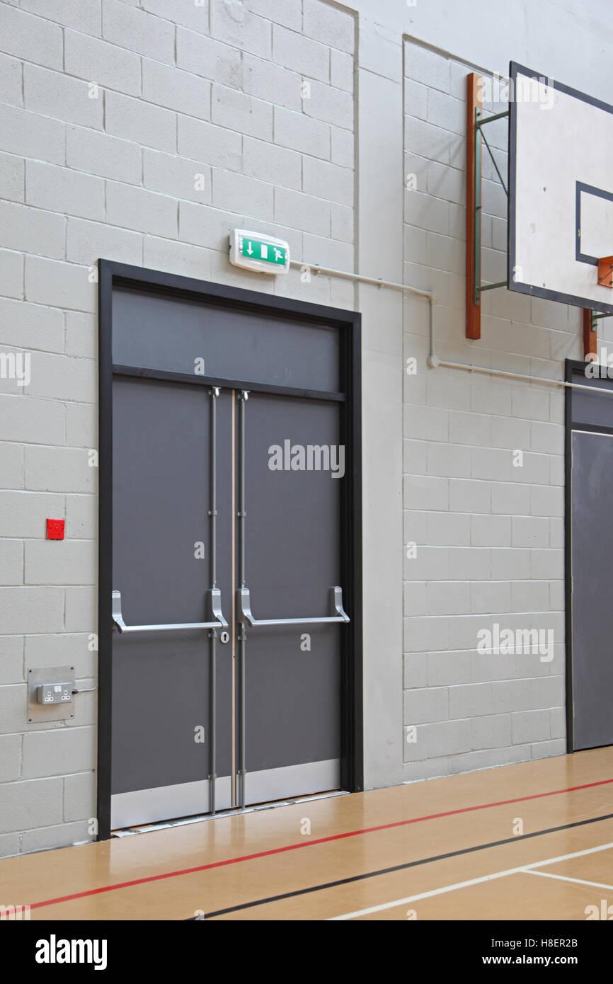 Panic photos panic images alamy - Salle de sport porte d orleans ...
