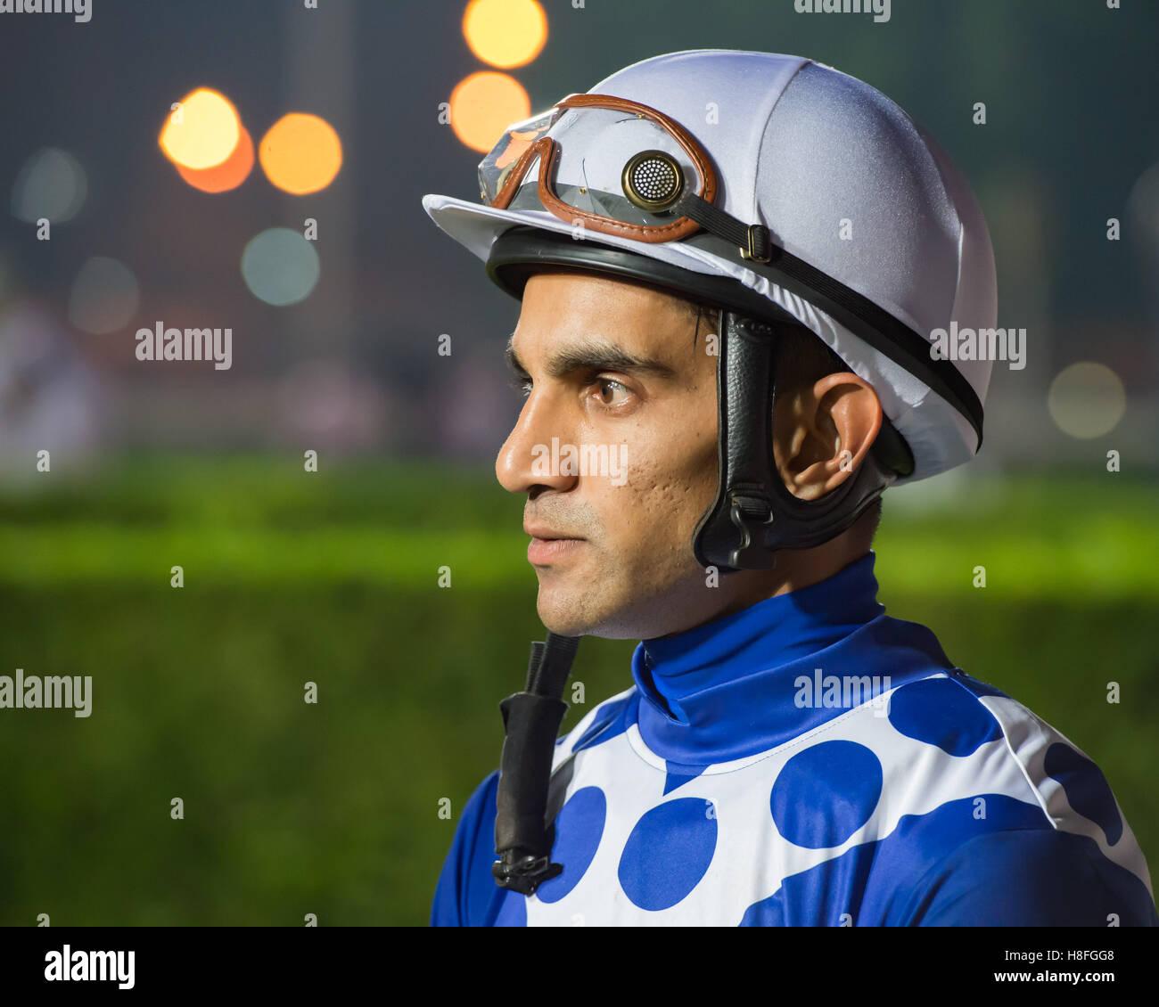 DOHA, QATAR - 3 novembre 2016 Le Qatar Racing et Equestrian Club. Saleem Golam avant la course 5 de la deuxième Photo Stock