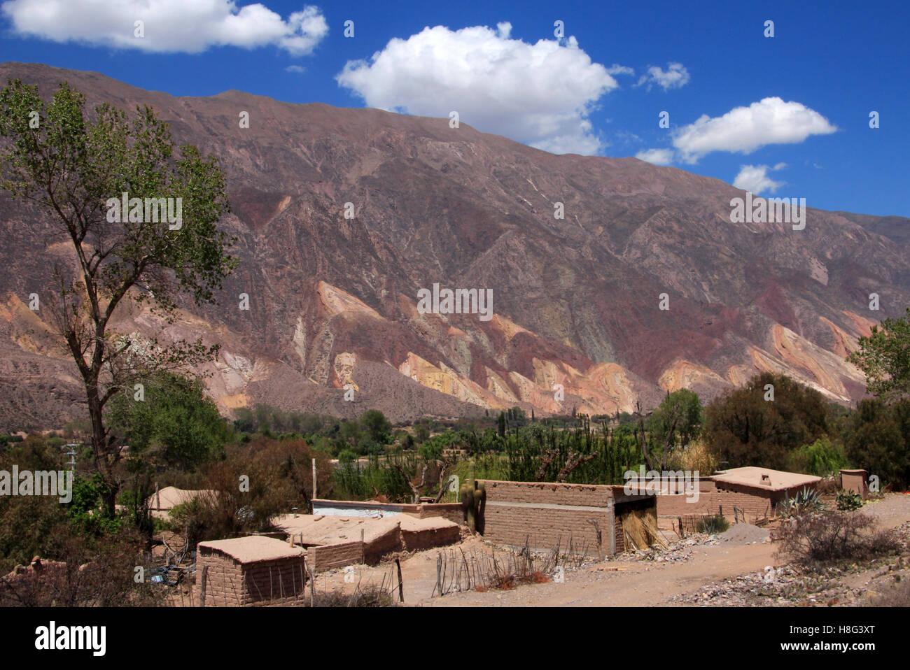 La vallée de Humahuaca, Jujuy, Argentine, près de la colline de quatorze couleurs Photo Stock