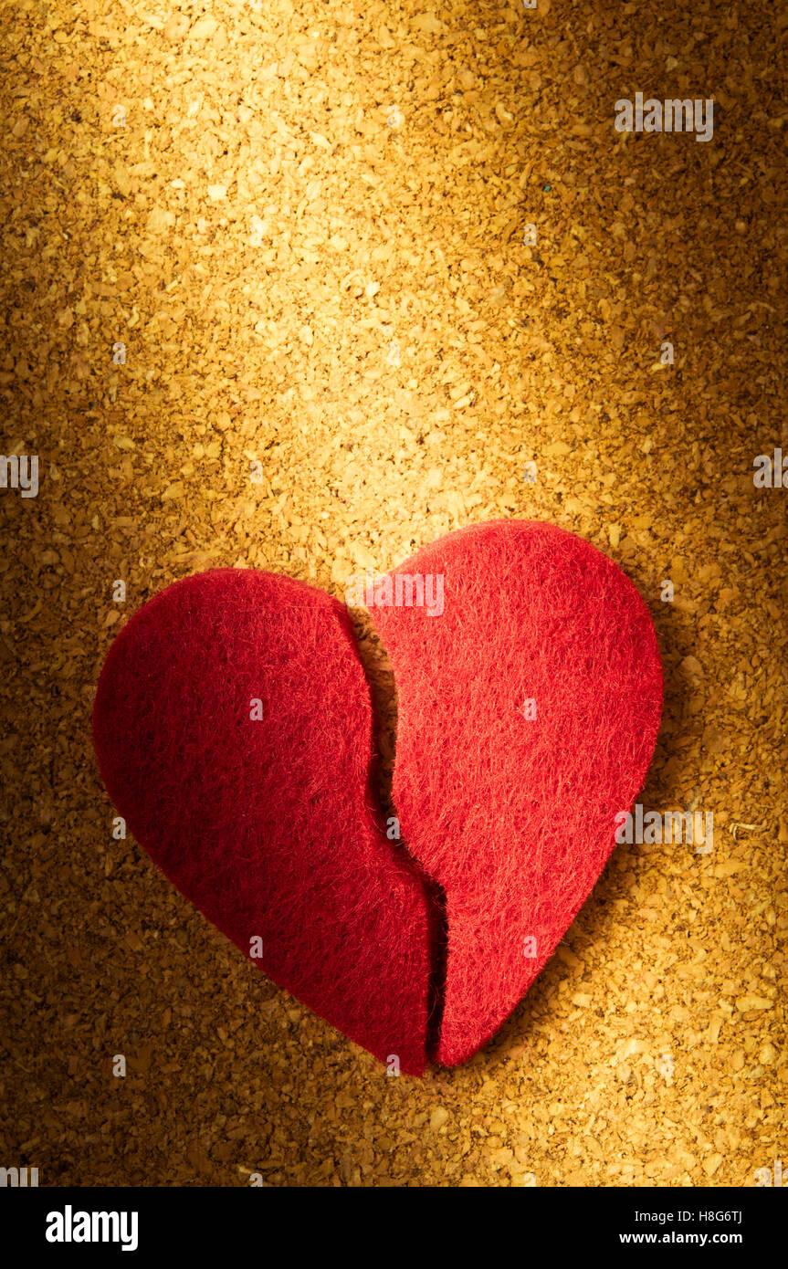 Cœur brisé, concept pour le divorce, la fin de la relation, l'histoire d'amour terminée Photo Stock