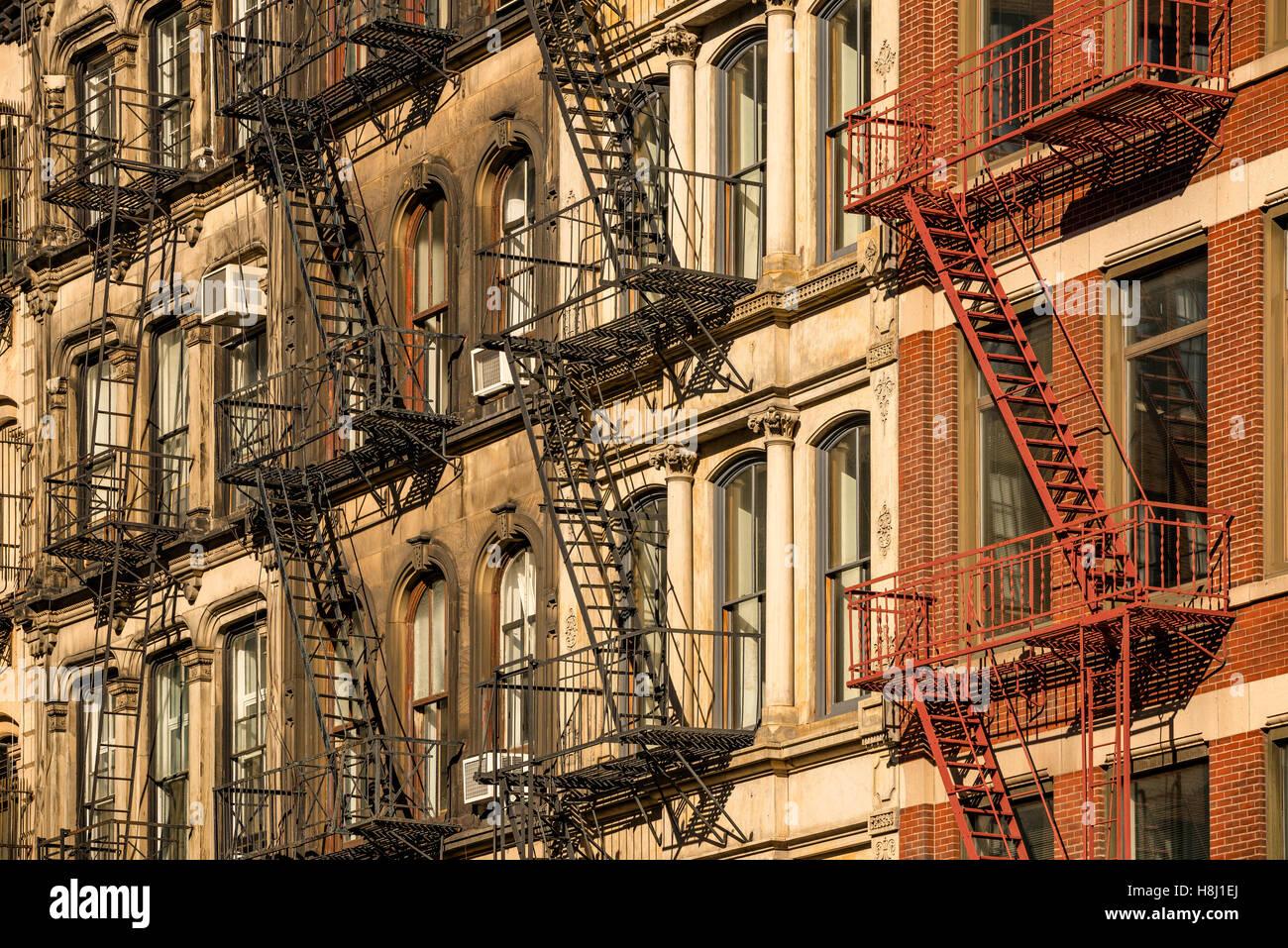 Façades de bâtiment Soho avec le feu s'échappe, Manhattan, New York City Photo Stock