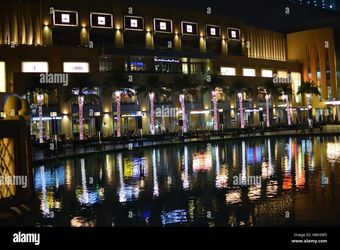 Centre commercial de Dubaï de nuit Banque D'Images