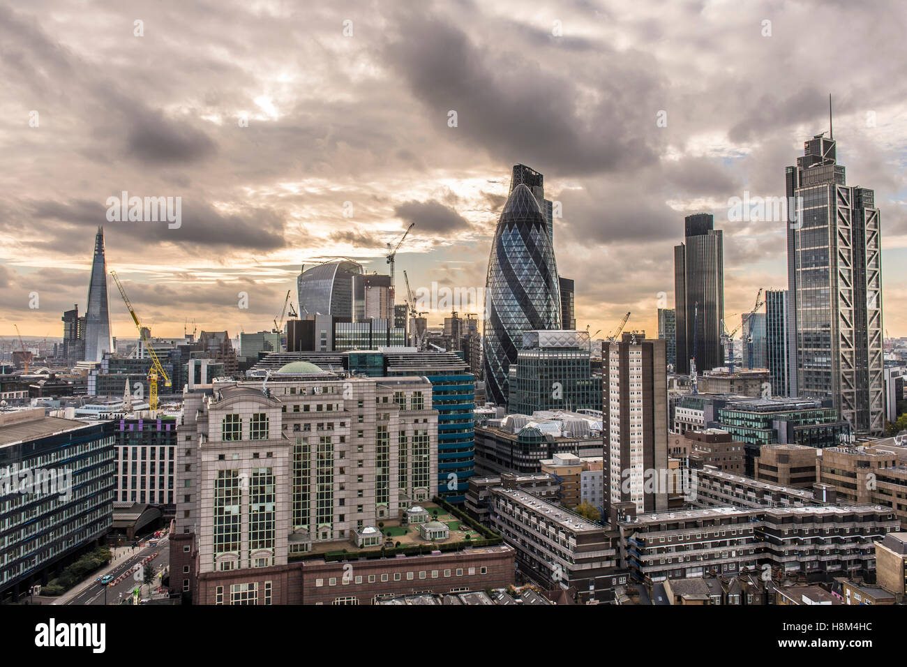 Un horizon de Londres, paysage urbain, des tours, gratte-ciel, le Gherkin, tour 42, Heron Tower, nuit, crépuscule Photo Stock