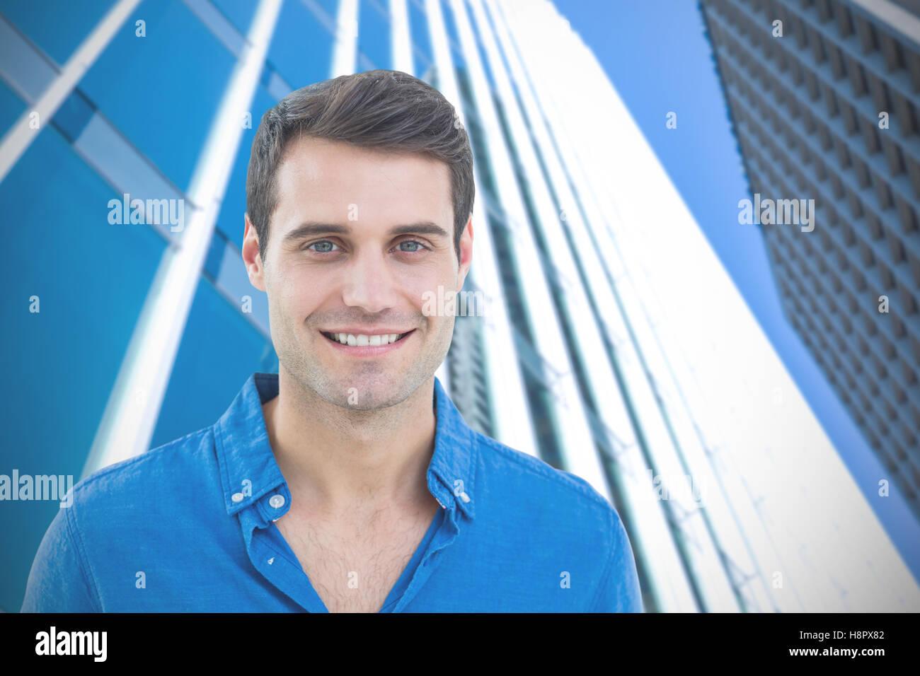 Image composite de bel homme souriant pour l'appareil photo Photo Stock