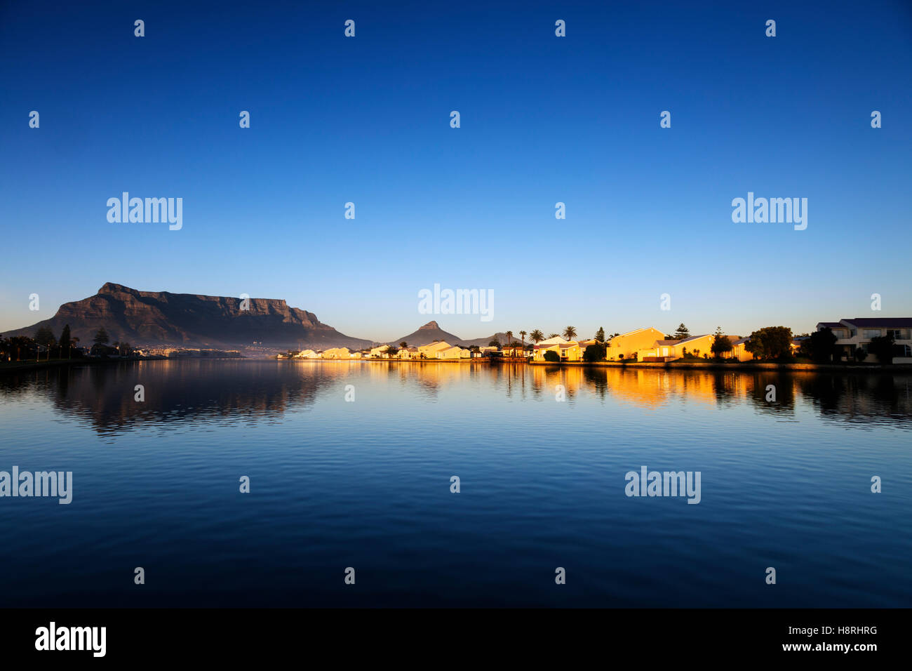 L'Afrique du Sud, Western Cape, Cape Town, Table Mountain et Milnerton Vlei Photo Stock
