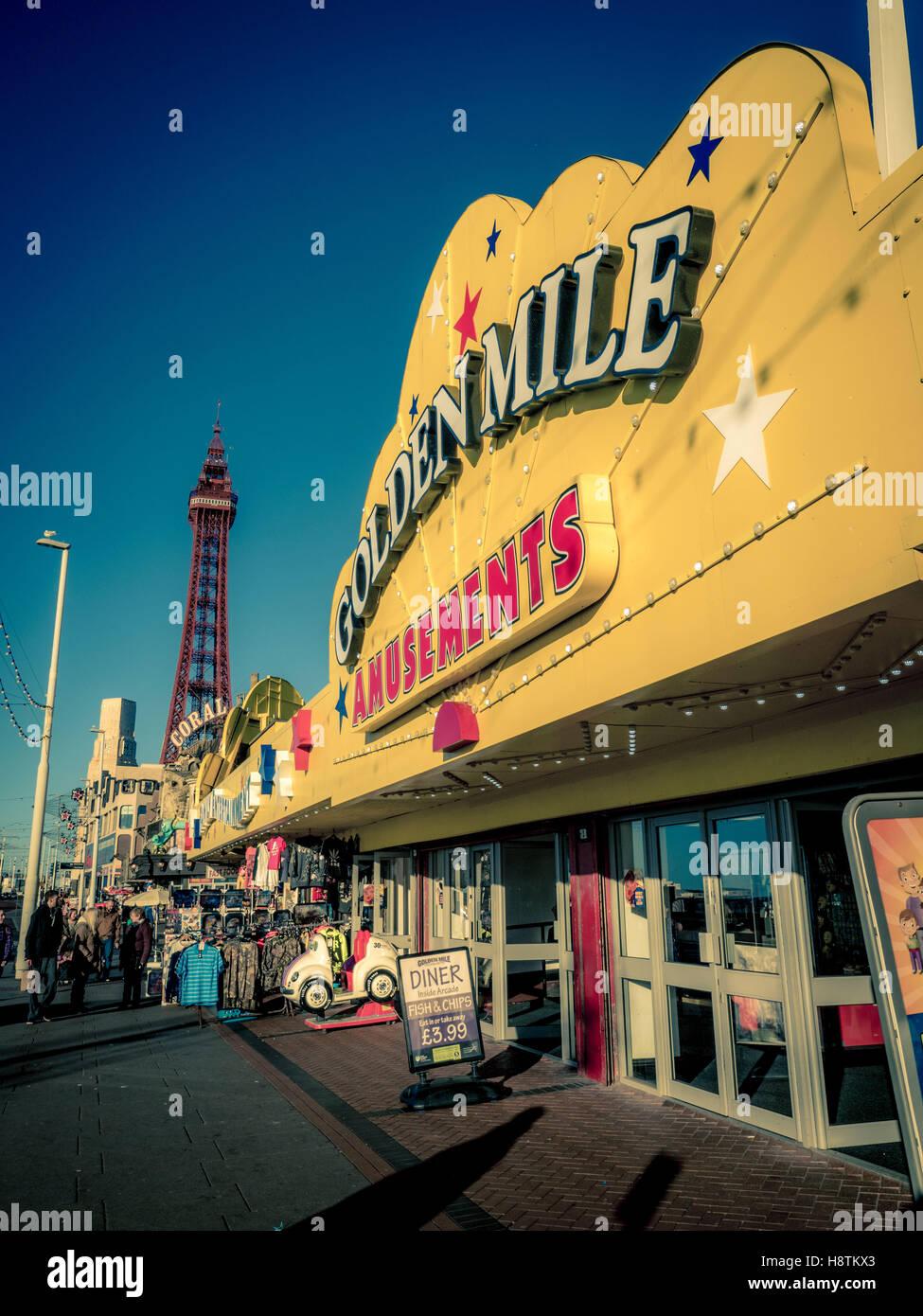 Golden Mile de jeux électroniques signe sur front de mer, Blackpool, Lancashire, Royaume-Uni. Photo Stock