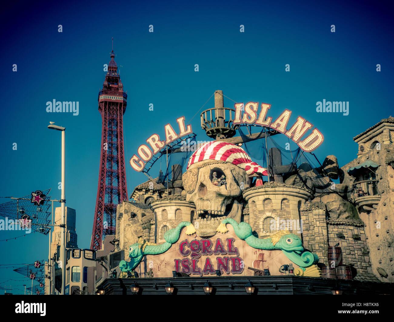 Coral Island Amusement Arcade signe sur front de mer, Blackpool, Lancashire, Royaume-Uni. Photo Stock
