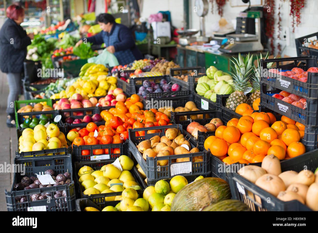 Étal de fruits et légumes à Porto marché. Portugal Photo Stock