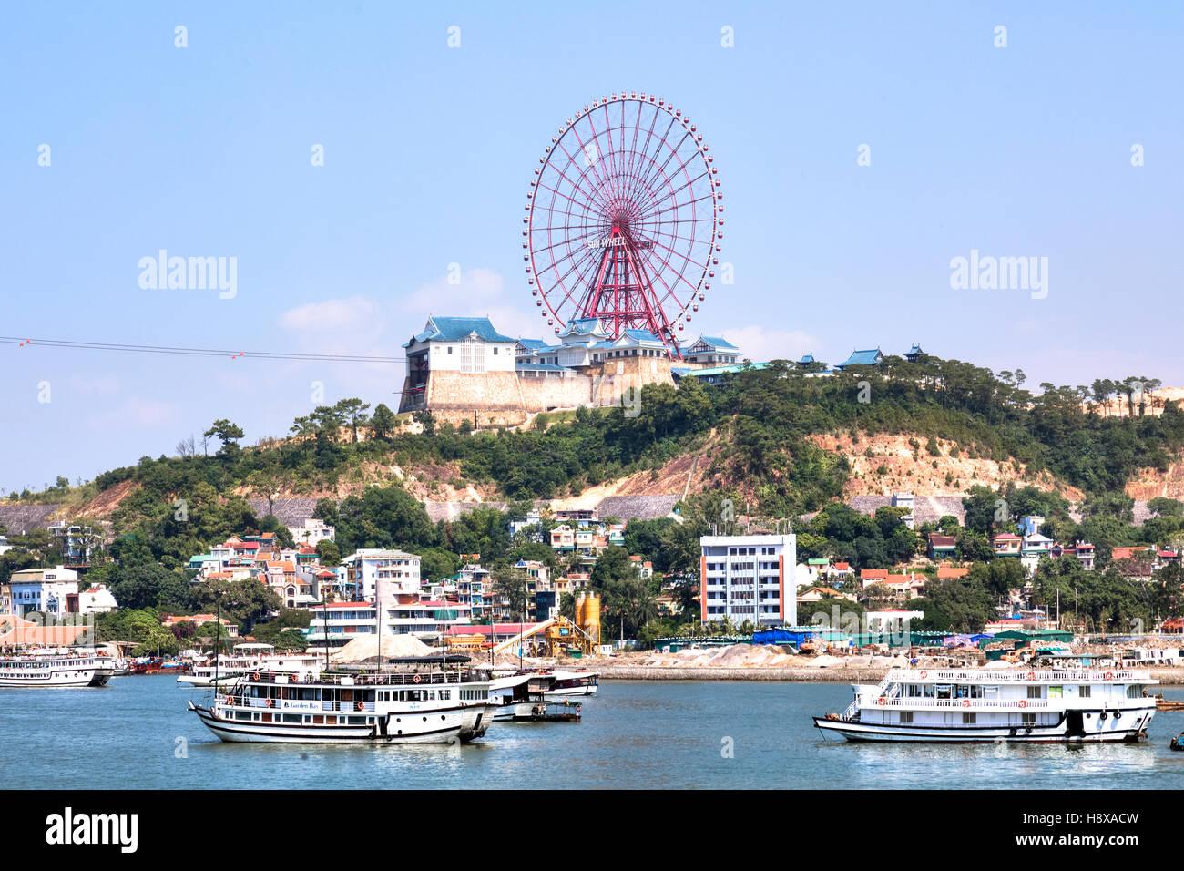 Ha Long Roue Sun, Halong Bay, Vietnam, l'Indochine, l'Asie Photo Stock