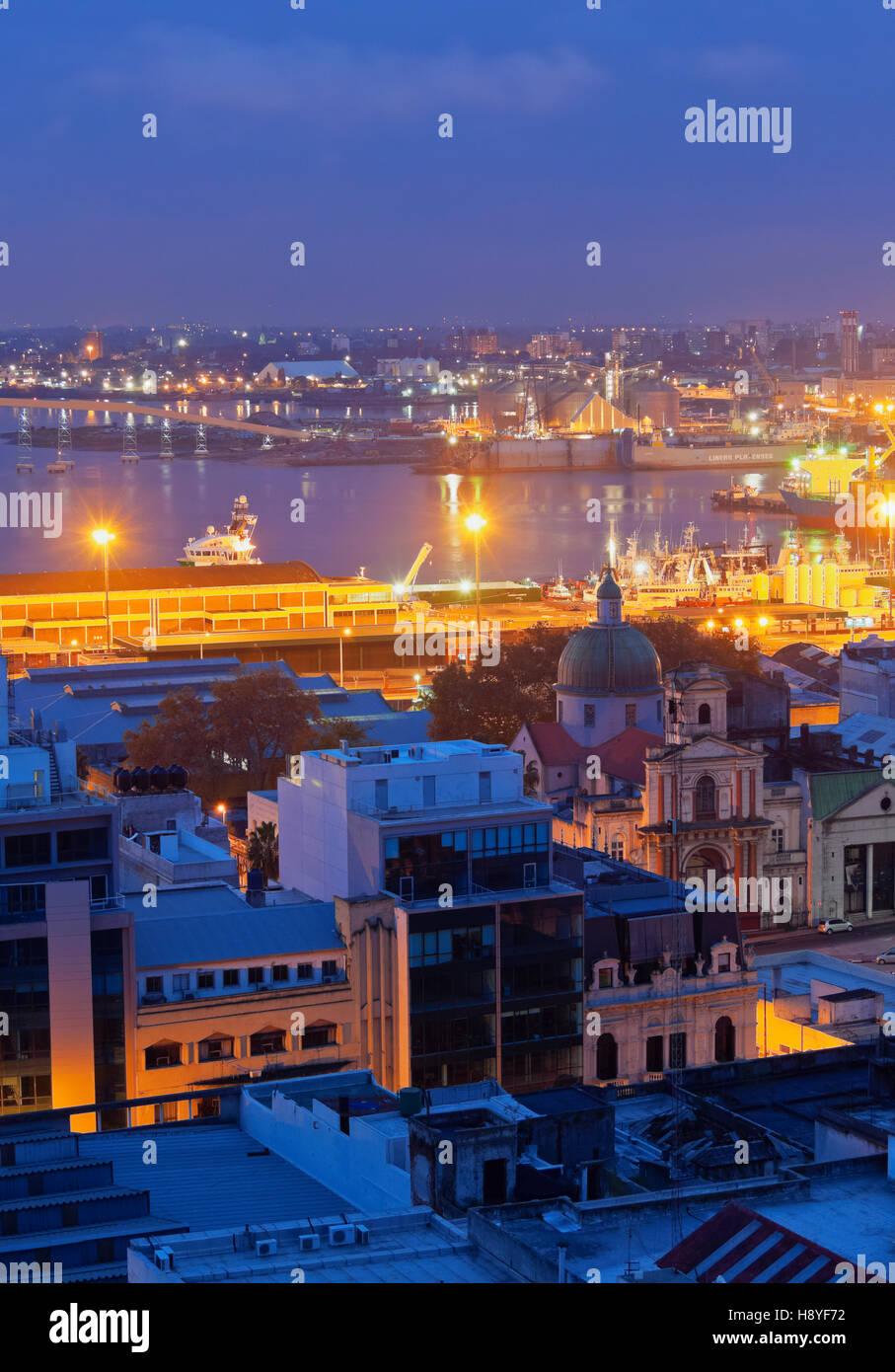 L'Uruguay, Montevideo, Crépuscule vue vers le port. Photo Stock