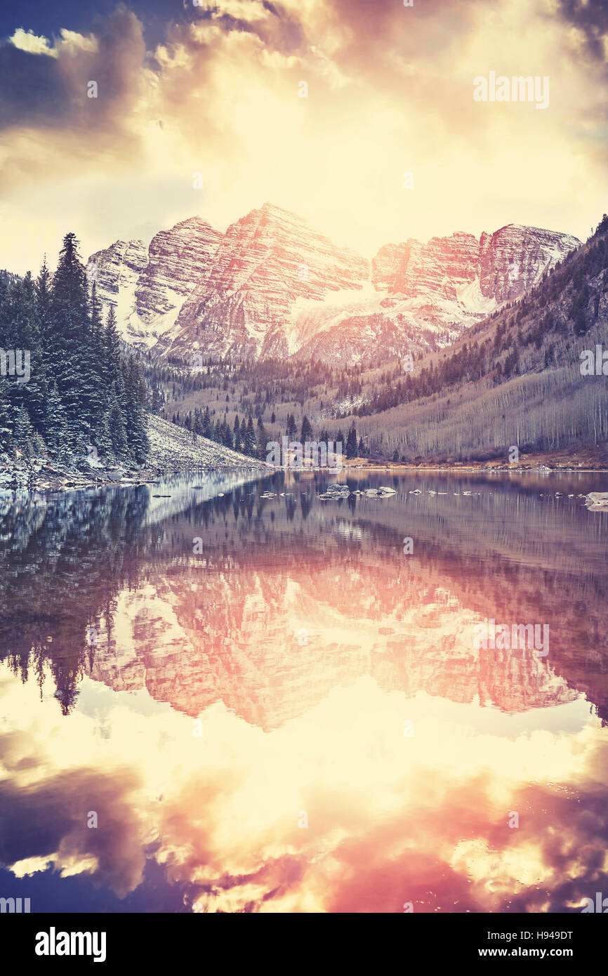 Maroon Bells tons Vintage au coucher du soleil, Aspen, Colorado. Photo Stock