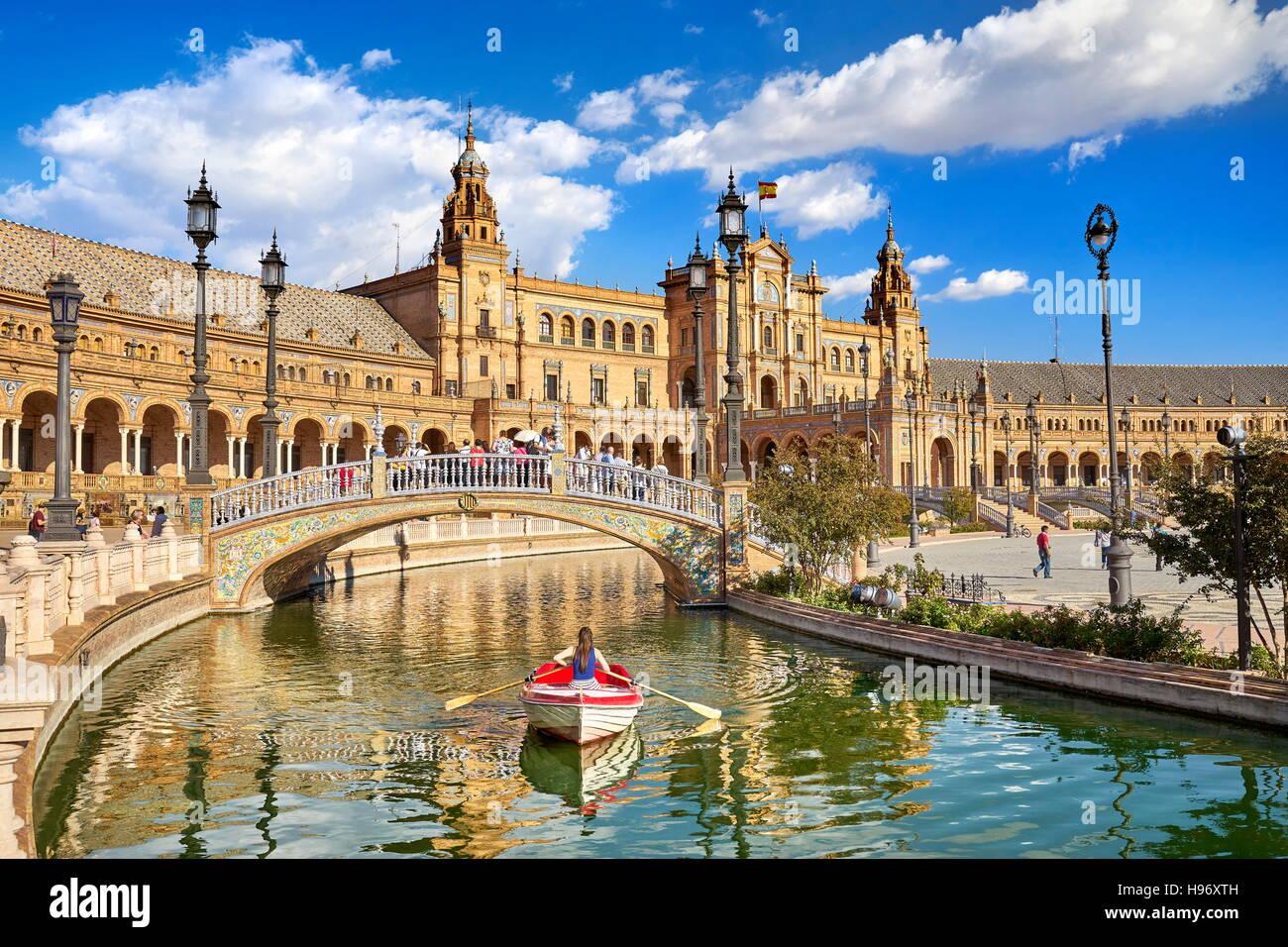 Plaza de Espana, bateau sur le canal, Séville, Espagne Photo Stock