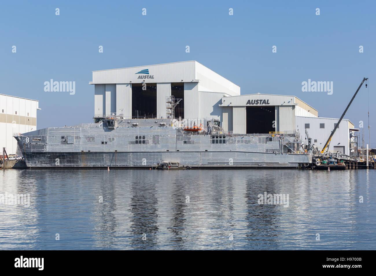 L'USNS Yuma transport rapide expéditionnaire (EFT) en construction au chantier naval Austal sur la rivière Photo Stock