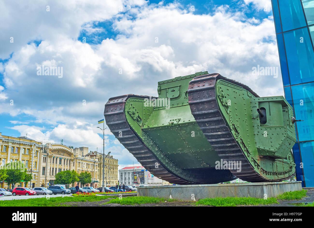 Le monument de la Première Guerre mondiale - l'ancien réservoir britannique Mark V est le favori pour Photo Stock