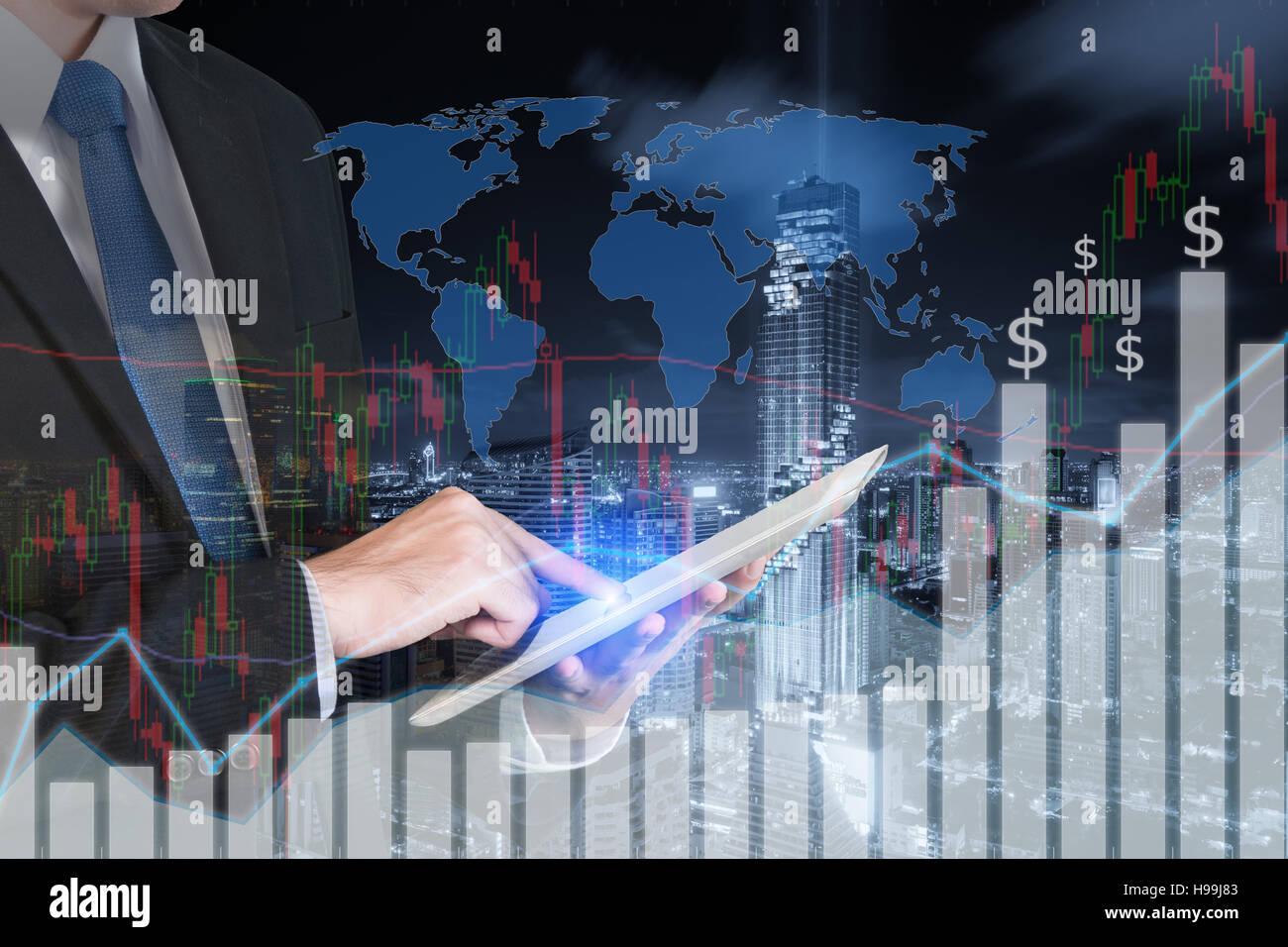 Double exposition d'affaires en utilisant la tablette avec city et financière graphique. Concept commercial Photo Stock