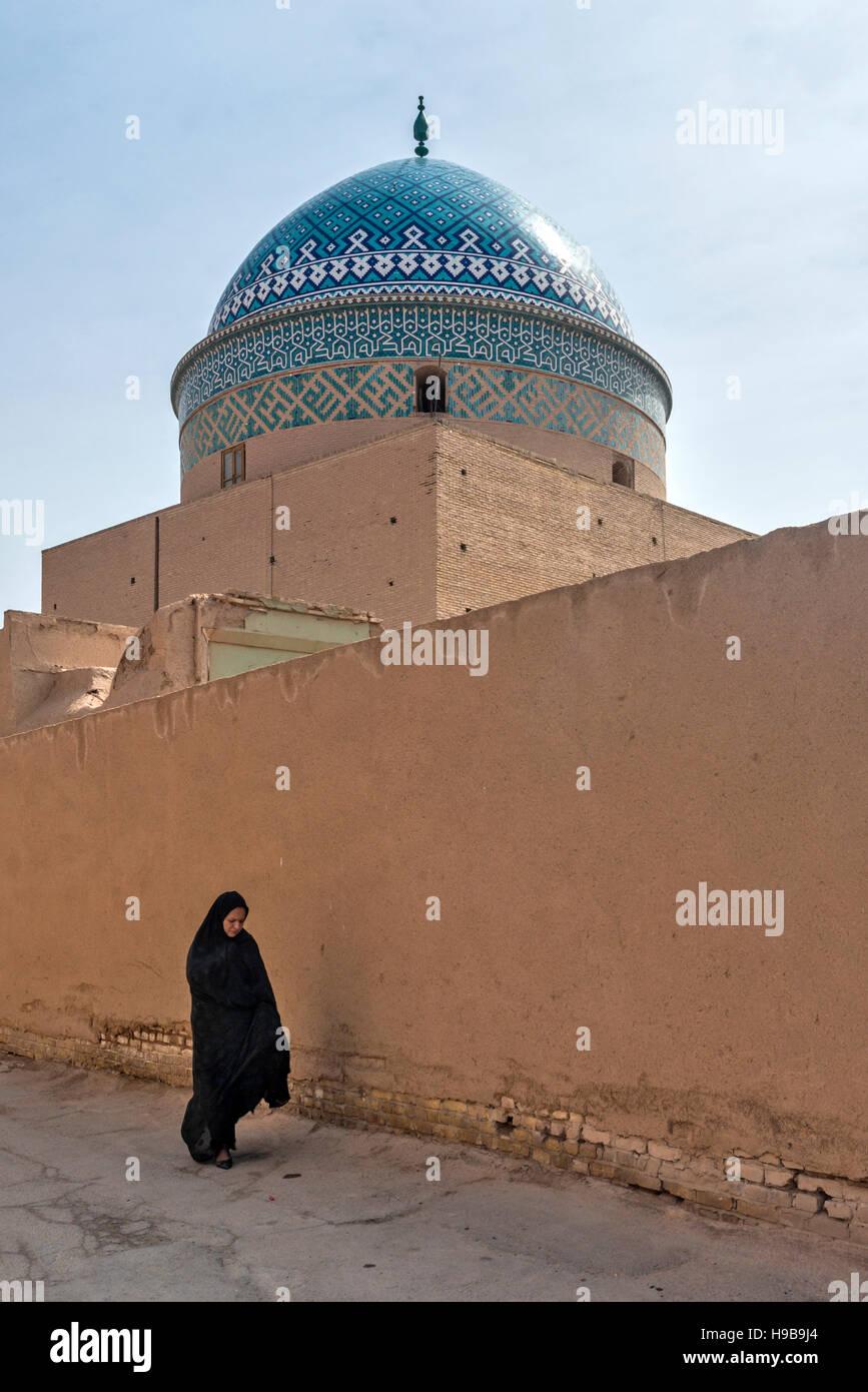 Femme à douze Mausolée Imam Iran Yazd Photo Stock