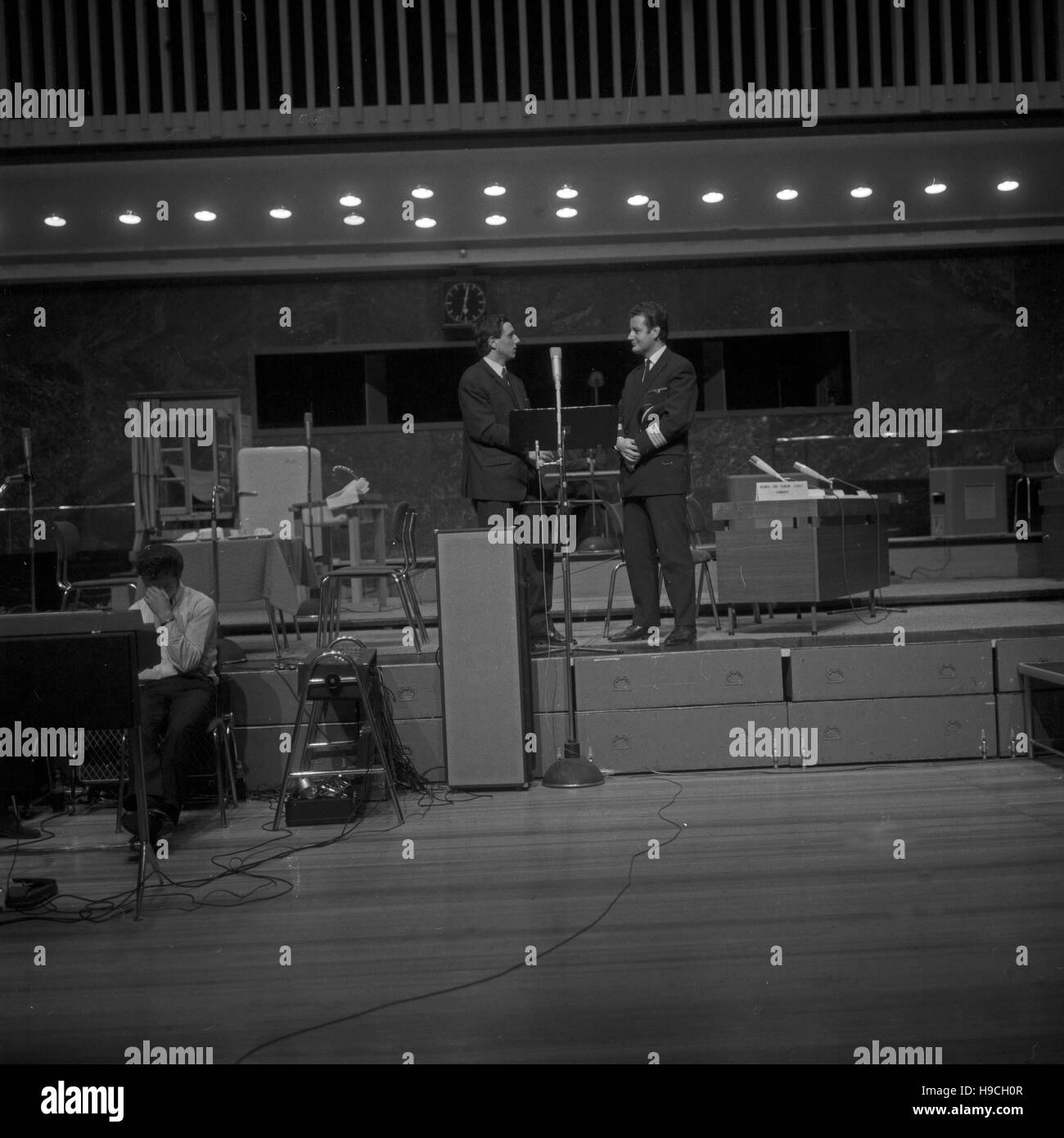 Szenenfoto Schulfunks aus einer Produktion des beim NDR à Hambourg, Deutschland 1960 er Jahre. Prise de la télévision éducative au Norddeutscher Rundfunk de Hambourg, Allemagne 1960. Banque D'Images