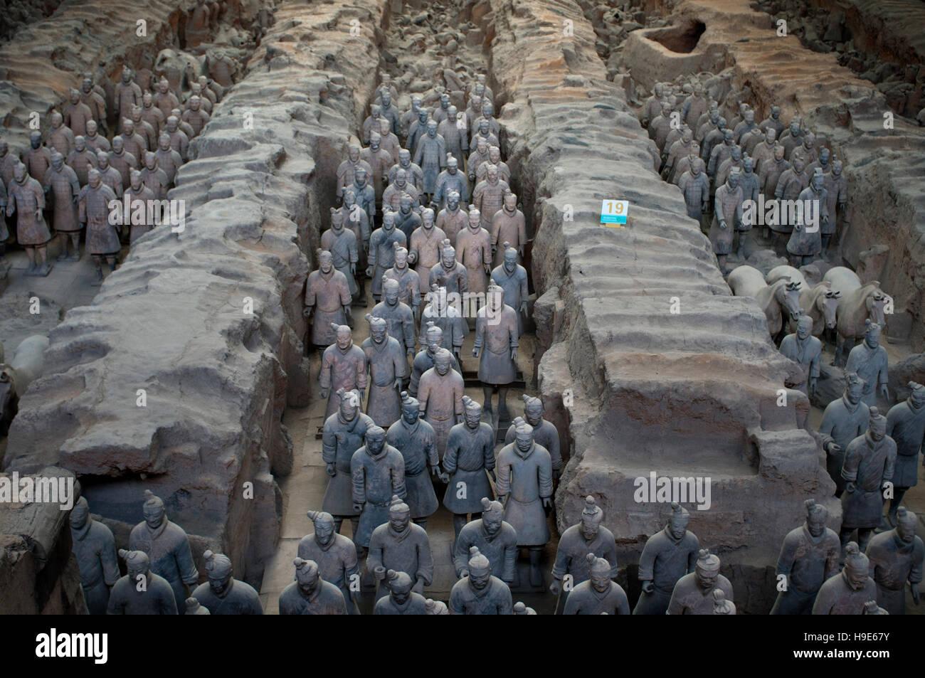 L'armée de guerriers en terre cuite, des puits Numéro 1, Xian, Shaanxi, Chine, Asie. Une ancienne Photo Stock