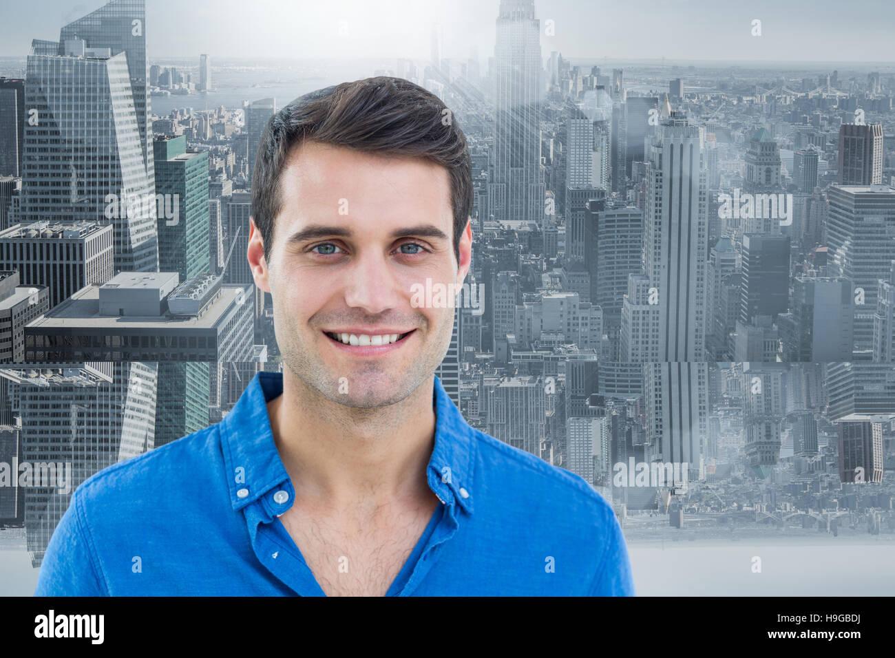 Image composite de bel homme souriant pour l'appareil photo Banque D'Images