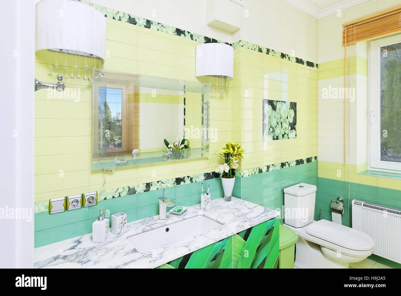 Salle de bains design avec une belle herbe verte imprimer ...