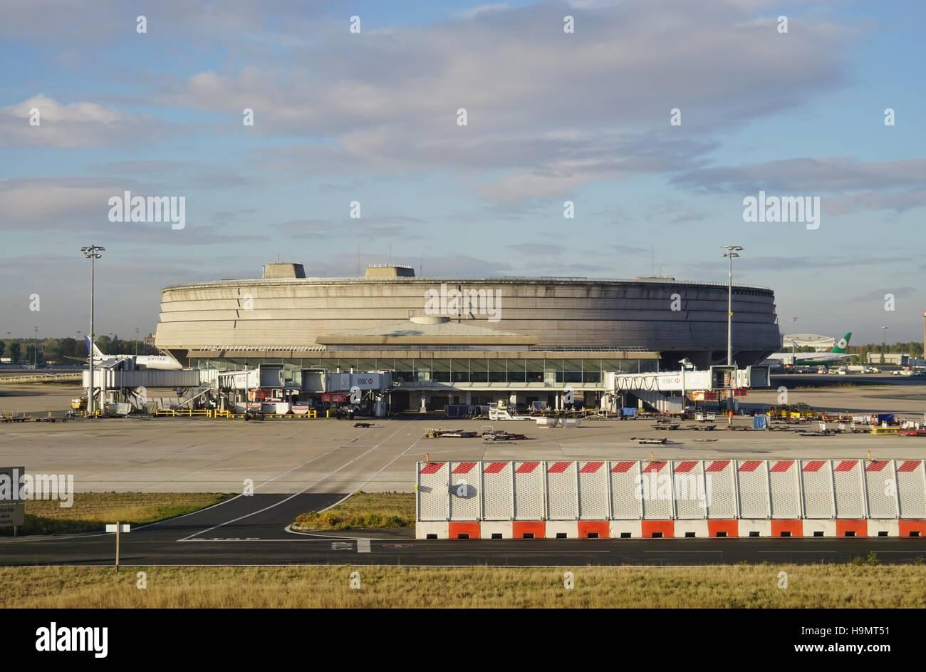 Le Terminal 1 De L Aeroport International Roissy Charles De Gaulle