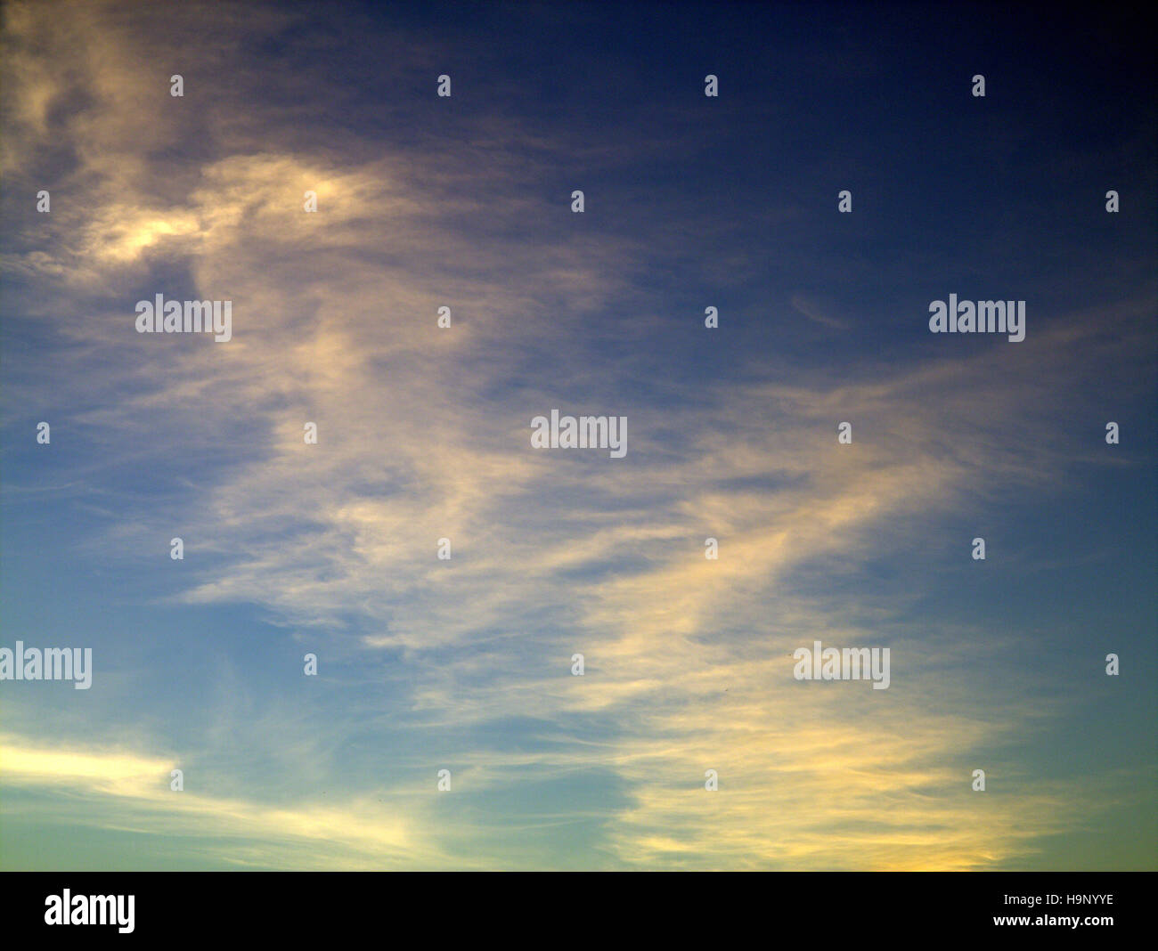 Abstract blue ciel nuage bleu fond portrait dessiné Photo Stock
