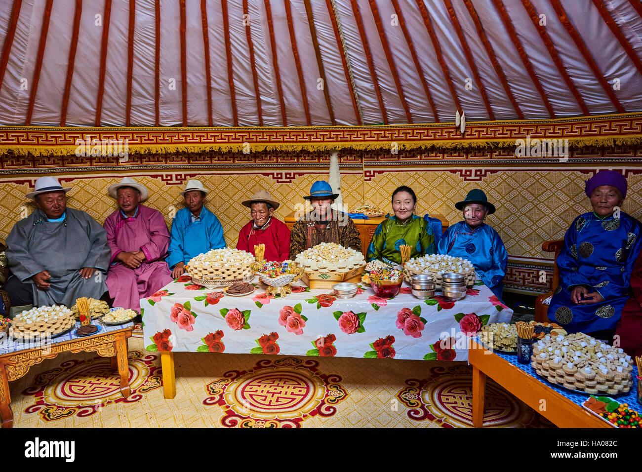 La Mongolie, province d'Uvs, l'ouest de la Mongolie, dans la yourte festival du mariage Photo Stock