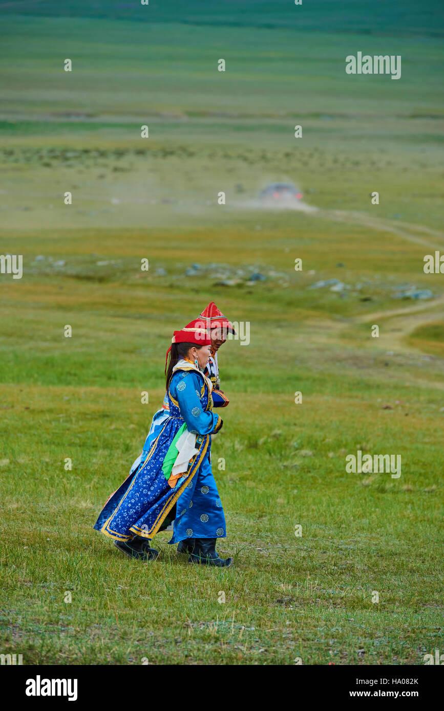 La Mongolie, province d'Uvs, l'ouest de la Mongolie, femme nomade dans la steppe Photo Stock