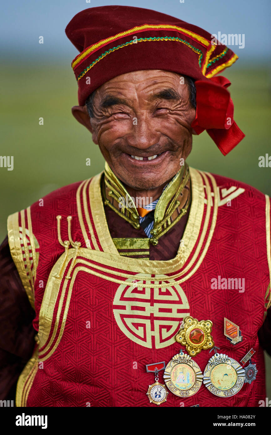 La Mongolie, province d'Uvs, l'ouest de la Mongolie, nomade mariage dans la steppe, portrait d'un vieil Photo Stock