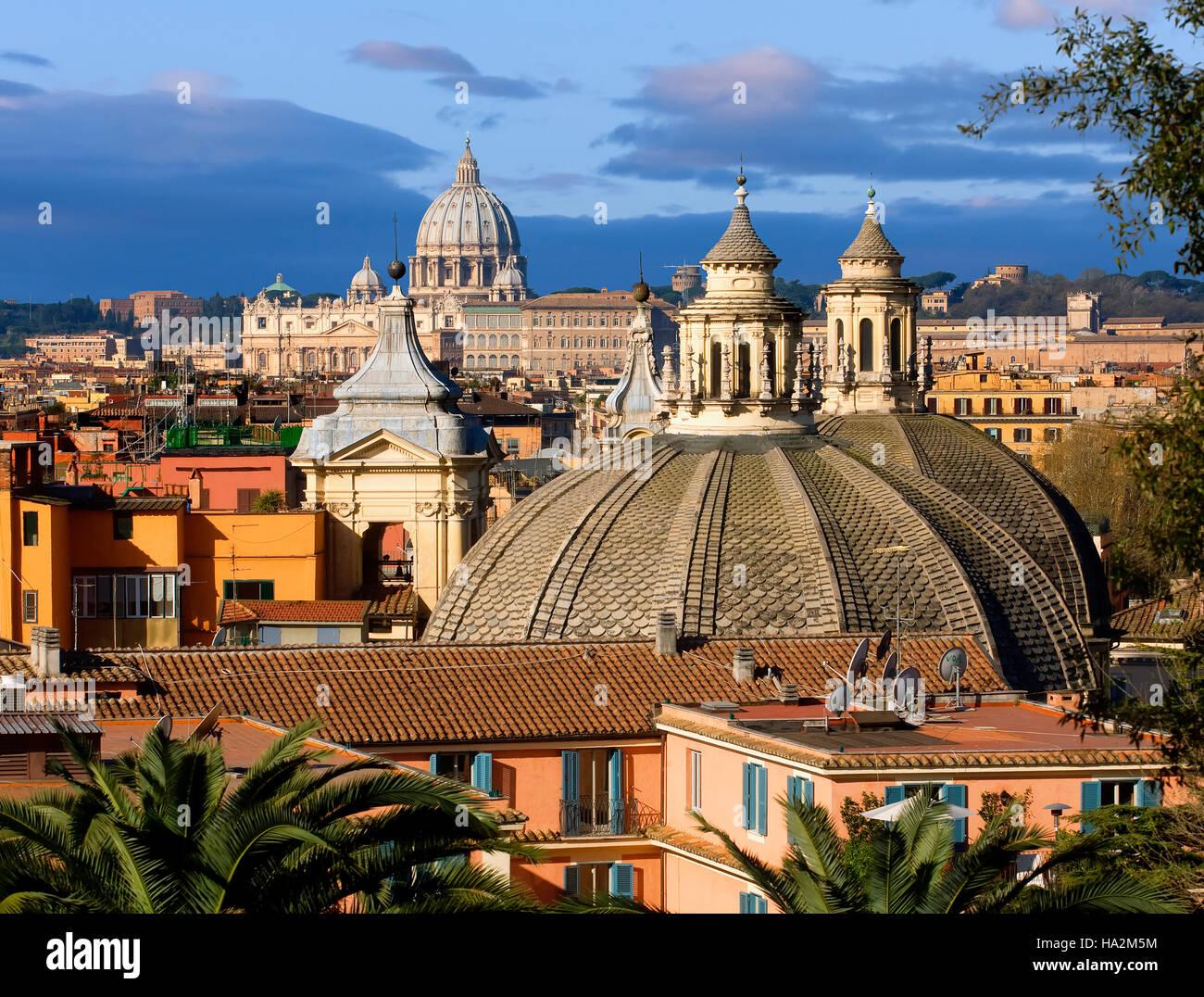 Aperçu de Rome avec St Pierre de l'arrière-plan, Rome, Italie Photo Stock