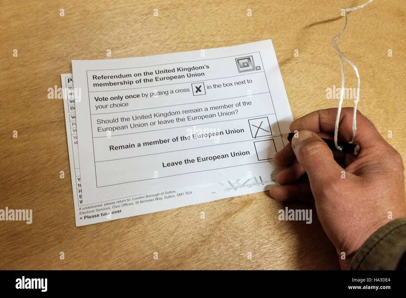 UK,Angleterre,Londres,23/06/2016-personne qui vote au référendum sur l'adhésion du Royaume-Uni Photo Stock