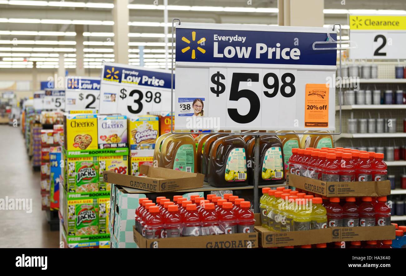 L'intérieur, Walmart store discount Photo Stock