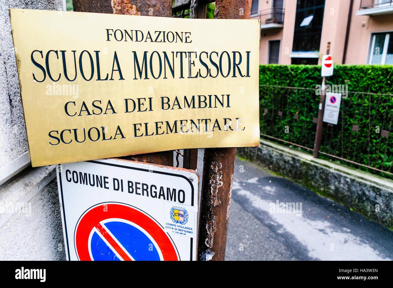 Inscrivez-vous pour la Scuola Montessori School de Bergame. Banque D'Images