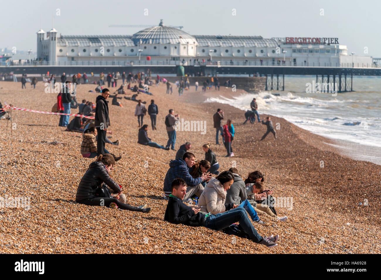 Un lumineux matin de printemps sur la plage de Brighton. Photo Stock