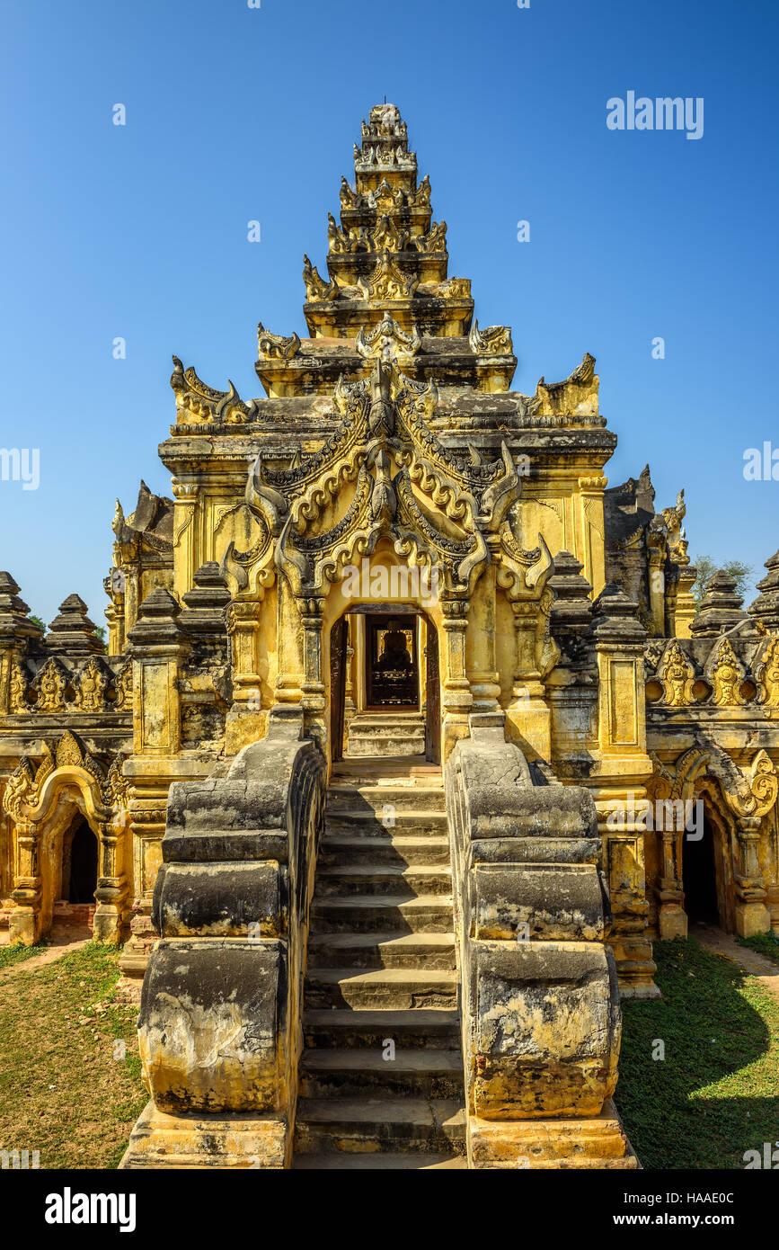 Maha Aungmye Bonzan Monastery, également connu sous le nom de Me nu Ok Kyaung, dans l'ancienne Inwa (AVA) près de Banque D'Images