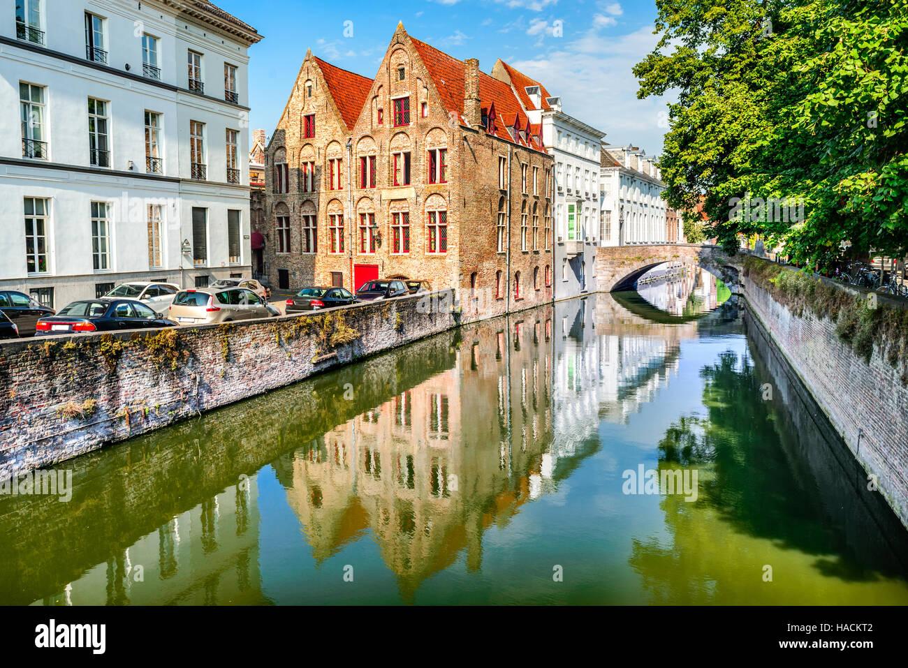 Bruges belgique paysage avec de l 39 eau canal dans brugge - Office du tourisme bruges belgique adresse ...