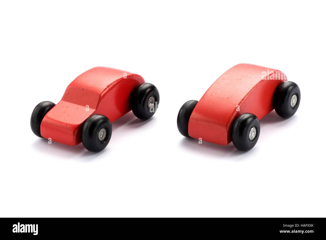 Deux voitures jouet en bois stylisés pour les enfants Photo Stock