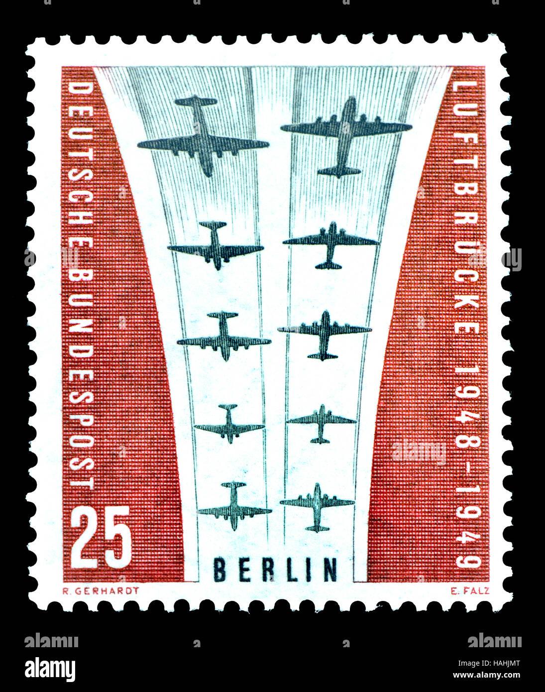 L'allemand (W) Berlin timbre-poste (1959): Pont Aérien de Berlin / Berliner Luftbrucke - le volant Photo Stock