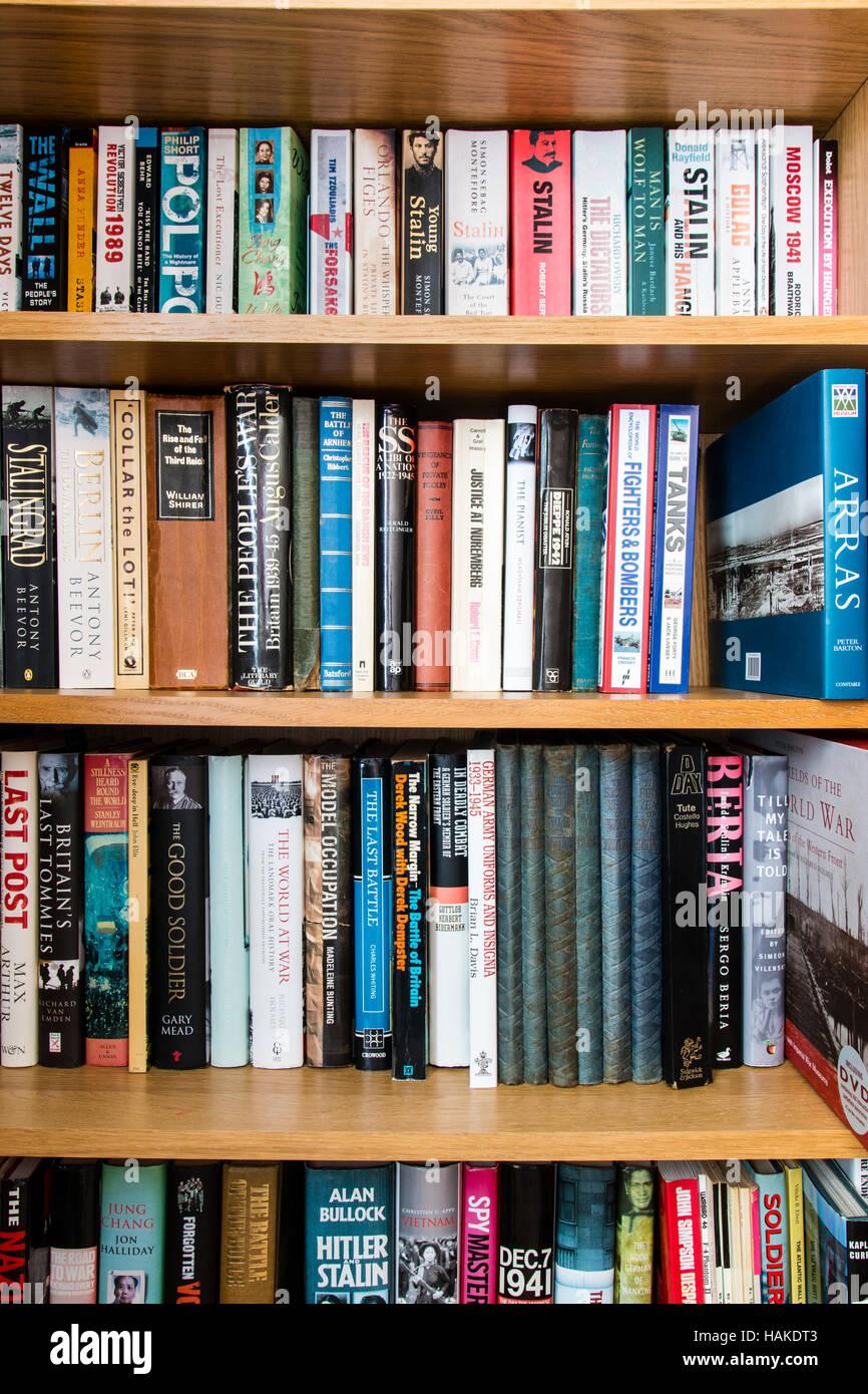 Cas Livre Avec Etageres De Livres En Anglais Sur Des Sujets