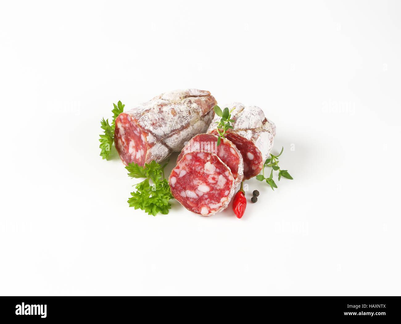 Saucisson sec français - saucisse de salaison à sec Photo Stock