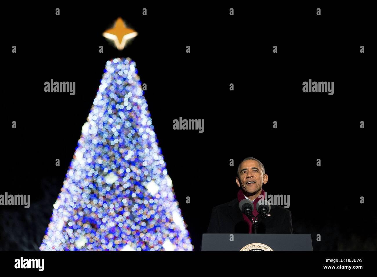 Président américain Barack Obama prononce une allocution lors de la cérémonie d'illumination Photo Stock
