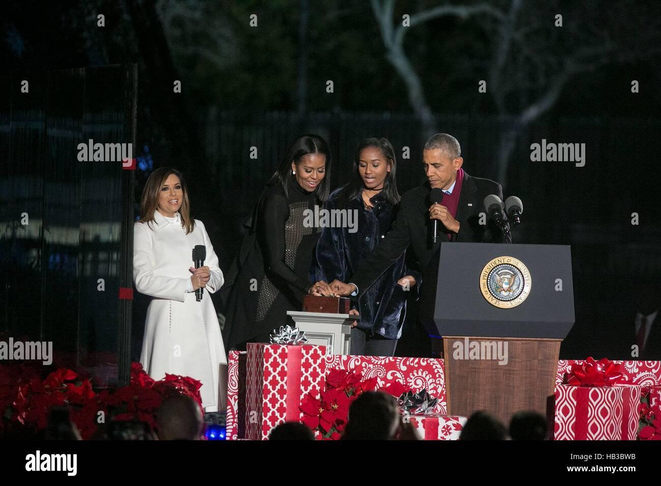Président américain Barack Obama, la Première Dame Michelle Obama et sa fille Sasha appuyez sur le Photo Stock