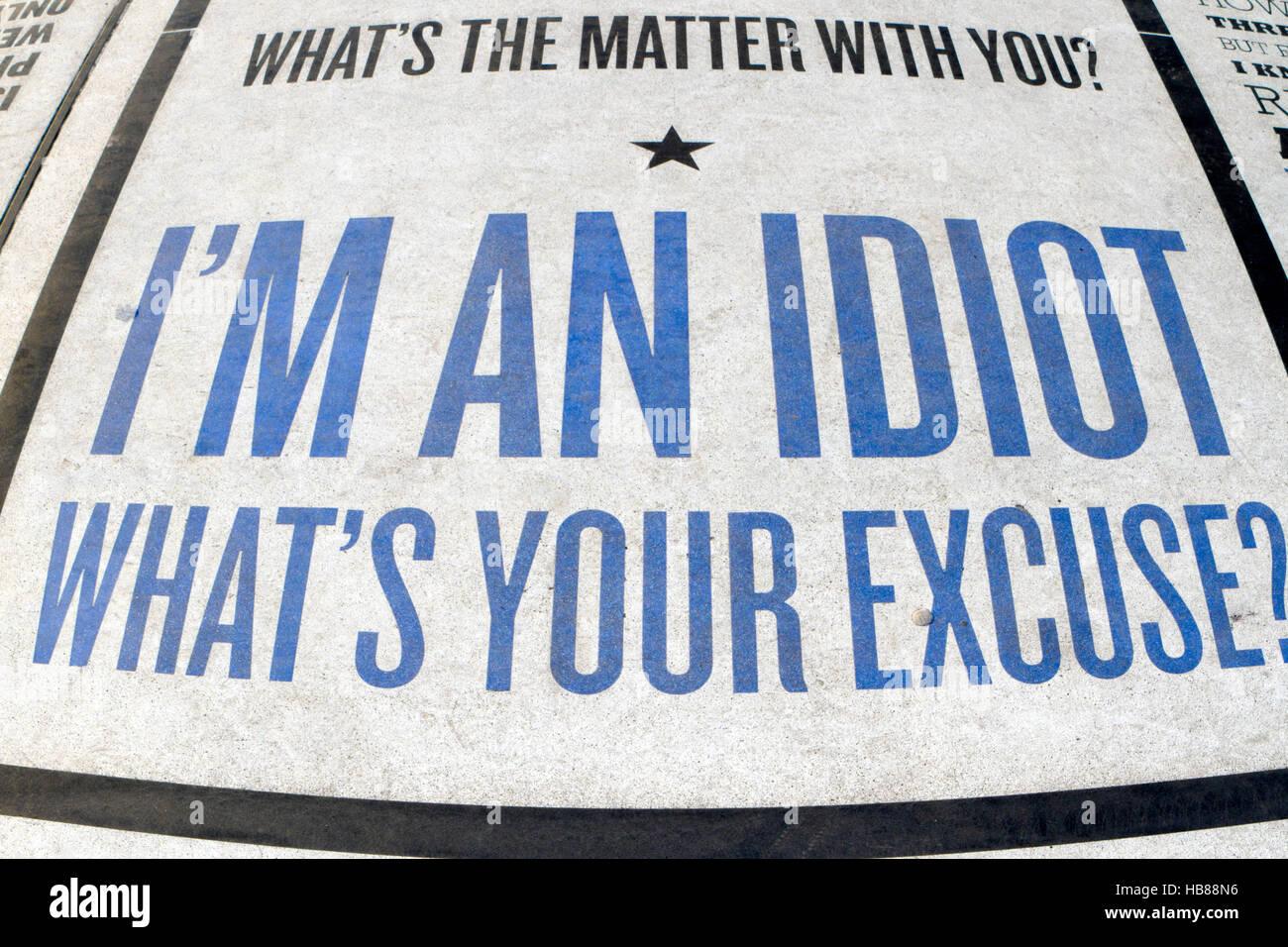 """""""Je suis un idiot, quelle est votre excuse?"""" écrit sur la comédie de Blackpool, Lancashire, UK la chaussée. Banque D'Images"""