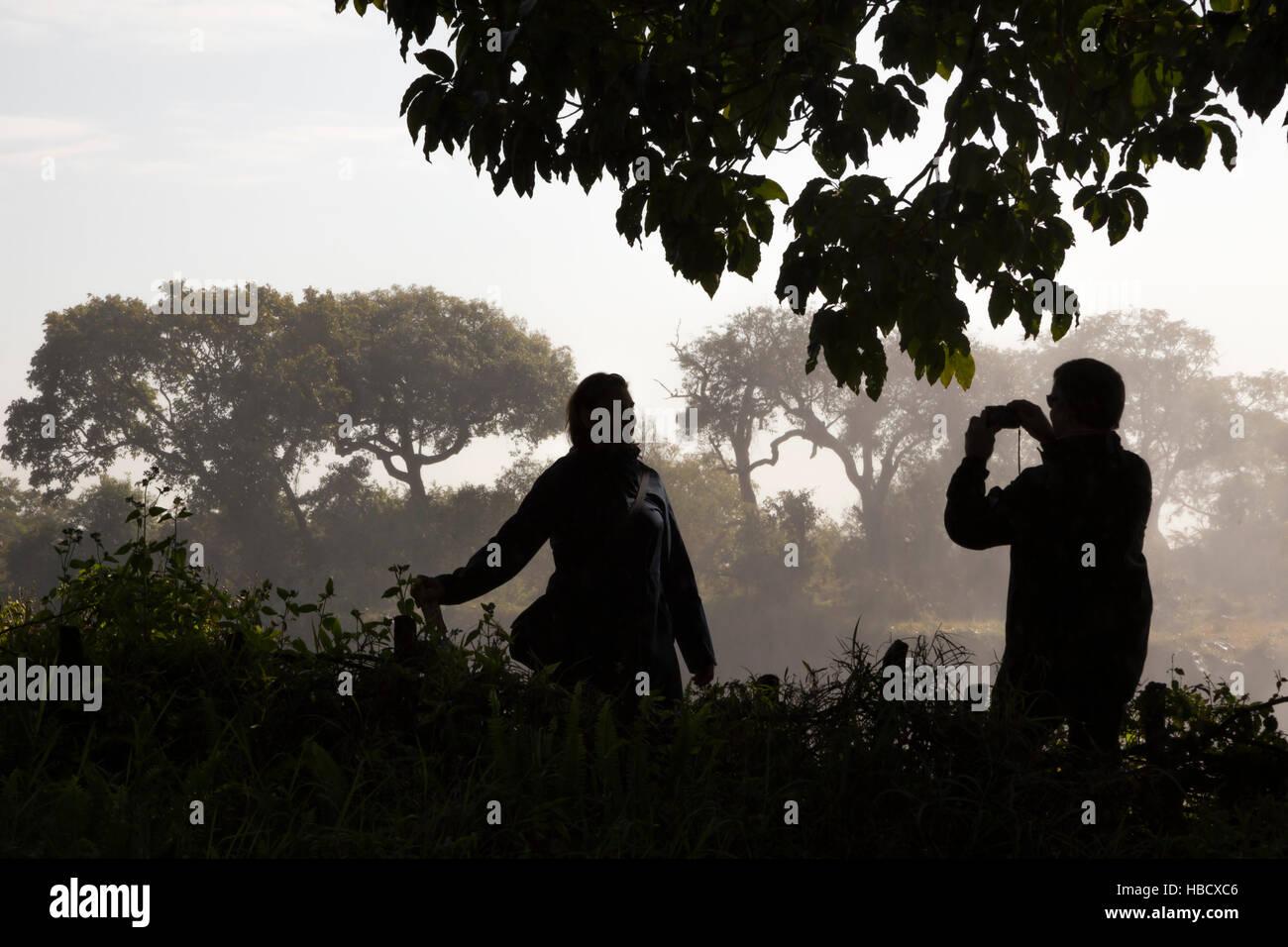 Les touristes à Victoria Falls, Zimbabwe Photo Stock
