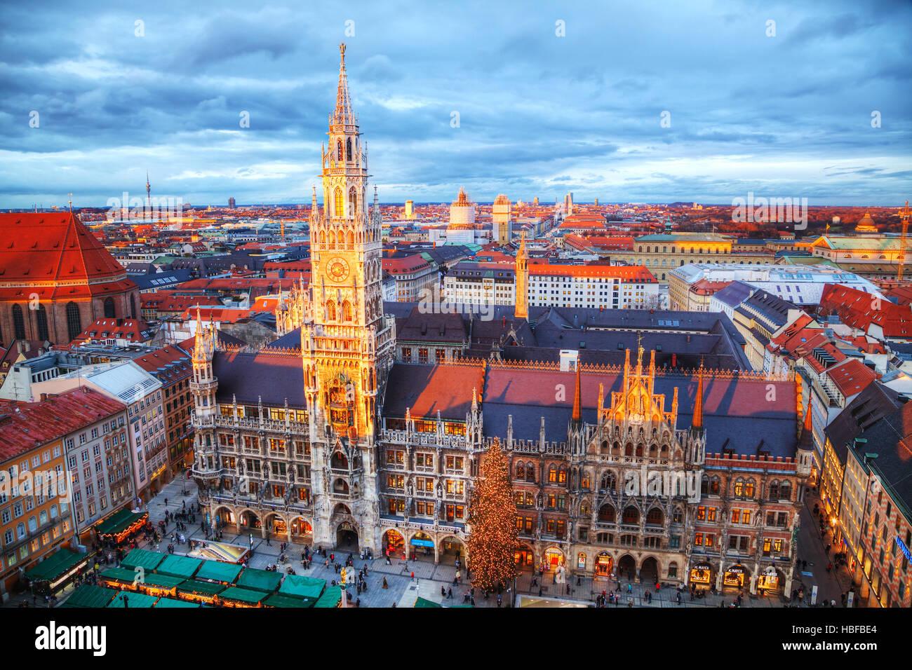 MUNICH - 30 novembre: Vue aérienne de la Marienplatz, le 30 novembre 2015 à Munich. C'est la Photo Stock